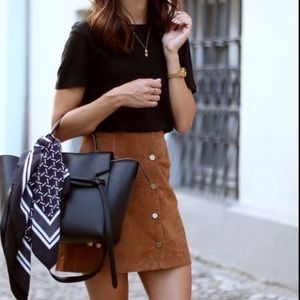 CARAMEL FAUX SUEDE MINI SKIRT WITJ POCKETS